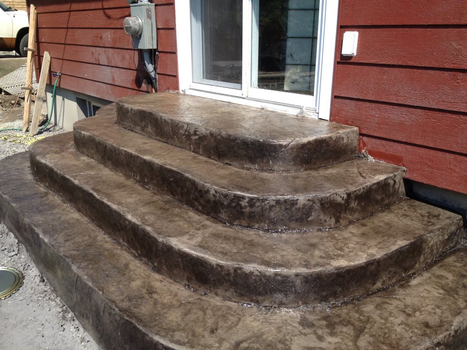 escalier sur mesures arondi avec facade estamper
