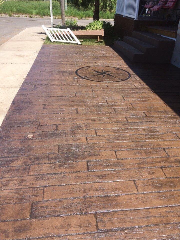 patio avant avec motif planche de bois
