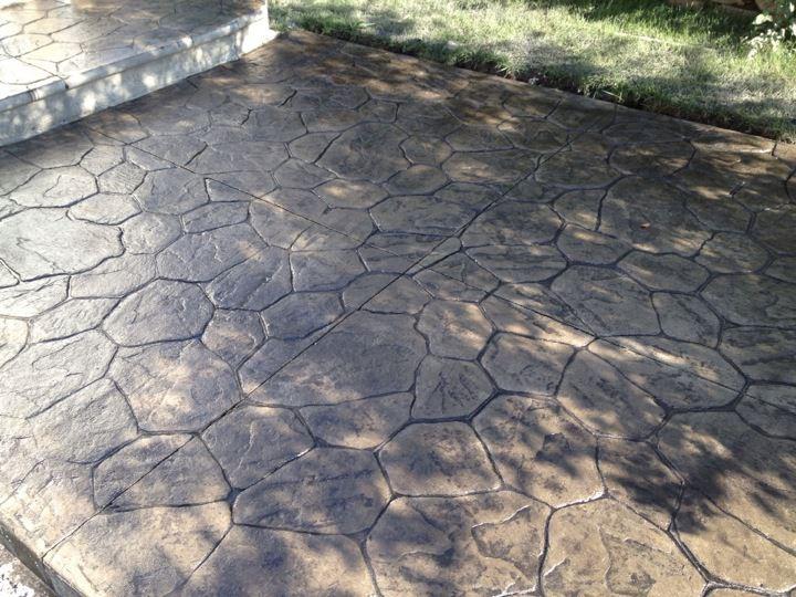 patio avec motifs random stone