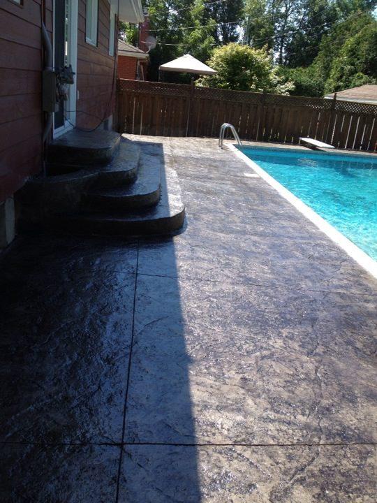 piscine motif textured stone